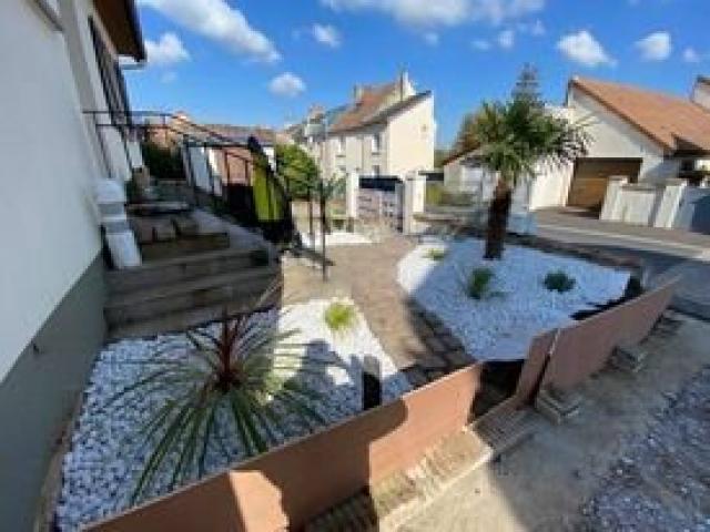 Aménagement paysager d'une entrée de maison par Nature Concept a Caen